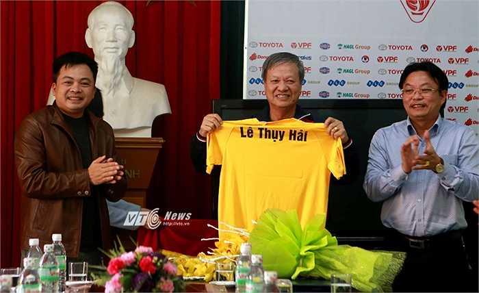 Sau thời gian dài đeo đuổi, cuối cùng, FLC Thanh Hóa cũng đã mời thành công HLV Lê Thụy Hải về làm Giám đốc kỹ thuật. Do chưa có bằng A HLV nên ông Lê Thụy Hải chỉ có thể chính danh điều khiển đội bóng từ ghế GĐKT