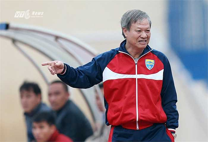 Sau khi chia tay B.Bình Dương, HLV Lê Thụy Hải tính chuyện nghỉ hưu. Ông xuất hiện nhiều hơn trên mặt báo với vai trò chuyên gia, tham gia bình luận ở nhiều tờ báo uy tín về thể thao.