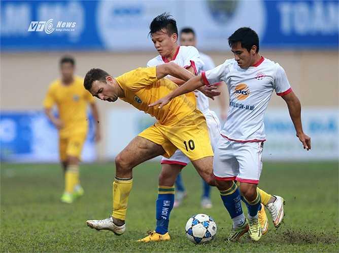 FLC Thanh Hóa vừa nhập tịch thành công cho Nguyễn Văn Bakel, đưa về Hoàng Thịnh, Văn Bình, Tiến Thành, Thanh Thắng.