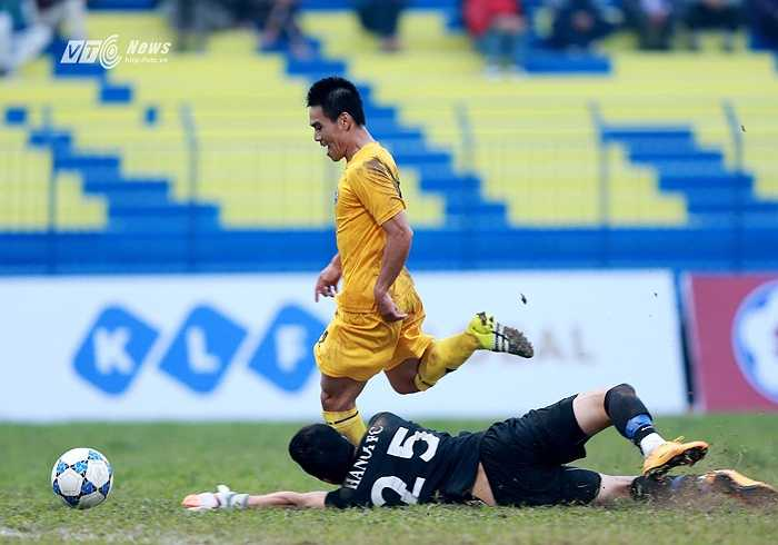 FLC Thanh Hóa thắng CLB Hà Nội 2-1 trong trận đấu đầu tiên của GĐKT Lê Thụy Hải