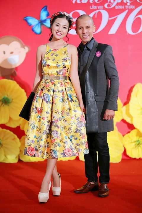 Diễn viên Thanh Hiền mong manh áo đầm yếm cạnh nghệ sĩ kèn saxophone Minh Tâm Bùi