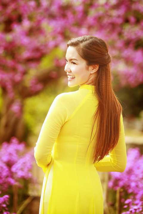 Những ngày đầu năm 2016 diễn ra đầy bận rộn với Ngọc Anh vì nữ ca sĩ đất mỏ đang gấp rút hoàn thành dự án âm nhạc mới, hợp tác cùng nhạc sĩ trẻ Nguyễn Hải Âu, để kịp gửi đến fan hâm mộ.