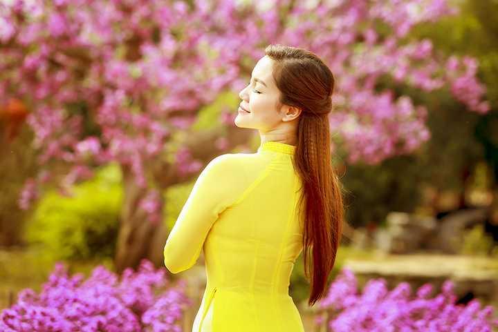 Ngọc Anh cũng tất bật với nhiều show diễn từ Nam ra Bắc, cô liên tục xuất hiện với vai trò ca sĩ trong những sự kiện lớn và còn ngồi ghế nóng của nhiều cuộc thi tìm kiếm tài năng uy tín.