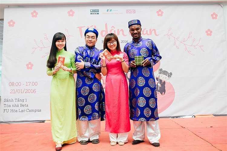 Đặc biệt, Lễ hội Tết dân gian của ĐH FPT năm nay thu hút rất nhiều sinh viên quốc tế đang học tập tại trường cũng tham gia