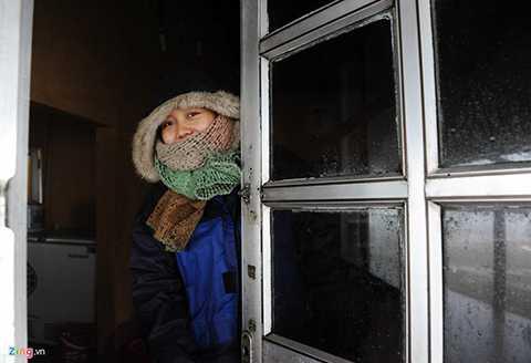 Người dân phải đóng kín cửa để tránh không khí lạnh tràn vào.