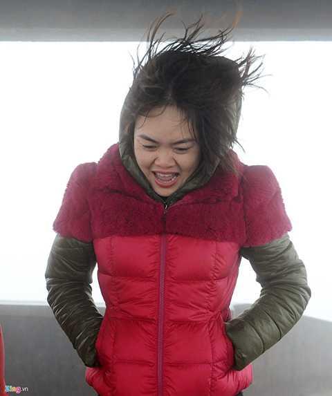 Trong khi đó, các du khách đi săn tuyết lại thích thú trong cái lạnh dưới 0 độ C.