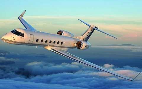 Năm nay, lượng chuyến bay cá nhân đến Davos tăng 35% so với năm trước. Hầu hết các nhà lãnh đạo thế giới, giám đốc điều hành và các doanh nhân đều sử dụng chuyên cơ riêng hoặc thuê phi cơ cá nhân bay về Davos để tham dự Diễn đàn Kinh tế Thế giới hàng năm. Loại máy bay tư nhân được các khách VIP thuê đến WEF chủ yếu là chiếc Gulfstream 550.
