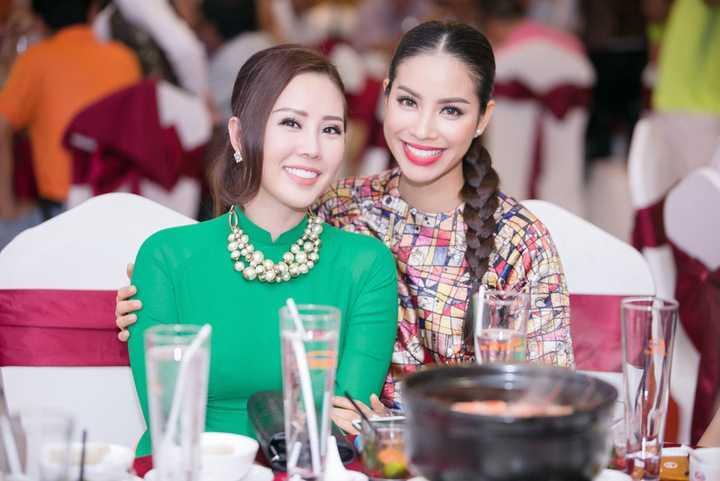 Hoa hậu Thu Hoài đã không ngần ngại đưa ra mức giá 120 triệu đồng để sở hữu bức ảnh này. Được biết, có hai căn nhà tình thương sẽ được xây dựng từ số tiền đấu giá bức ảnh 80 thí sinh Hoàn vũ của Phạm Hương.