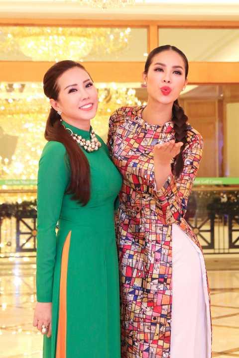 Ngoài đời, Phạm Hương từng được Hoa hậu Thu Hoài hỗ trợ rất nhiều cũng như chăm sóc sắc đẹp để cô có được nhan sắc hoàn hảo như ngày hôm nay.