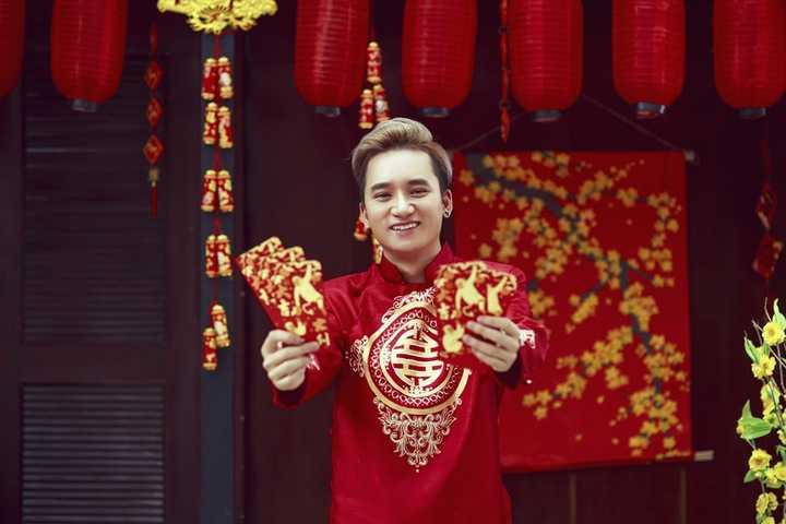 """Đầu năm 2016, Phan Mạnh Quỳnh cho ra mắt MV ca khúc mới """"Khi người mình yêu khóc"""" cũng đã thu hút nhiều sự quan tâm, yêu thích của người mộ nghệ."""