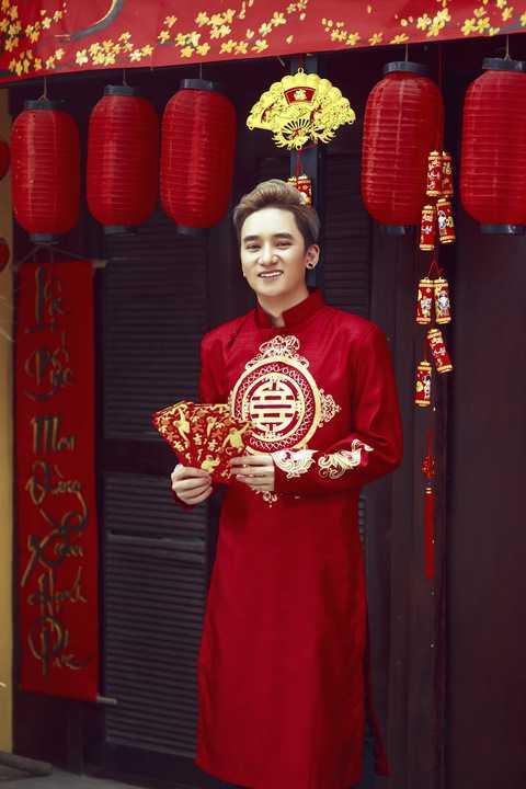 """Không chỉ sở hữu chất giọng lạ, truyền cảm, Phan Mạnh Quỳnh còn là một nhạc sĩ sở hữu nhiều ca khúc """"hit"""" do các tên tuổi lớn đặt hàng: Đan Trường, Ưng Hoàng Phúc, Khởi My, Miu lê…."""