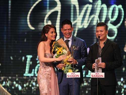 Nam diễn viên Bình Minh với giải thưởng Nam diễn viên phim điện ảnh - truyền hình xuất sắc nhất