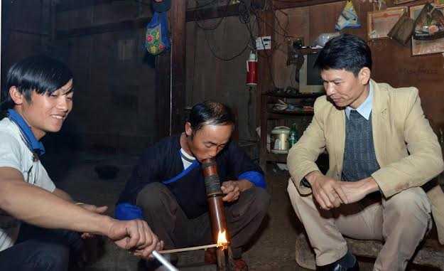 Từ khi có điện lưới, nhà dân đã mua thêm nồi cơm điện, máy xát ngô.