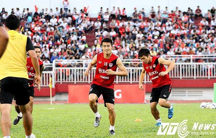 Trong đội hình Muangthong Utd, tiền vệ Sarach Yooyen - đội trưởng U23 Thái Lan, là gương mặt được chú ý nhiều nhất