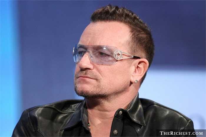 1. Bono - tiêu 1.700 USD để đặt vé hạng nhất cho ... chiếc mũ của mình. Sau khi đi nghỉ, nam danh ca để quên chiếc mũ của mình tại khách sạn và ông chấp nhận móc hầu bao gần 2.000 USD để vật kỷ niệm của mình trở về an toàn, nguyên vẹn