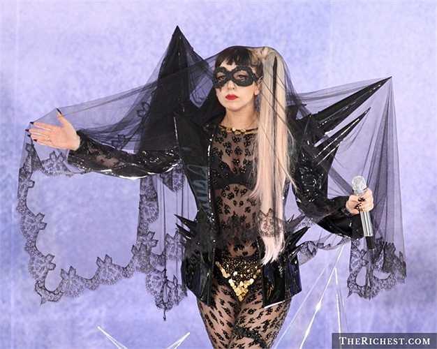 Lady Gaga. 50.000 USD dành cho 'kính chiếu yêu'. Cô ca sĩ lắm tài nhiều tật Lady Gaga được biết đến là người rất mê tín. Có thời điểm cô luôn cho rằng mình bị một hồn ma tên là Ryan bám theo và cô đã chi 50.000 USD để lắp các thiết bị tìm kiếm hồn ma này