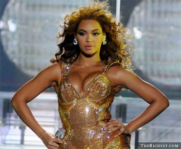 Beyonce: quần Legging 100.000 USD. Lại là Beyonce, cô ca sĩ tỷ phú luôn chịu chơi với những món đồ tưởng chừng như đơn giản: quần legging. Rõ ràng, tiền bạc không phải là mối bận tâm quá nhiều của sao quốc tế