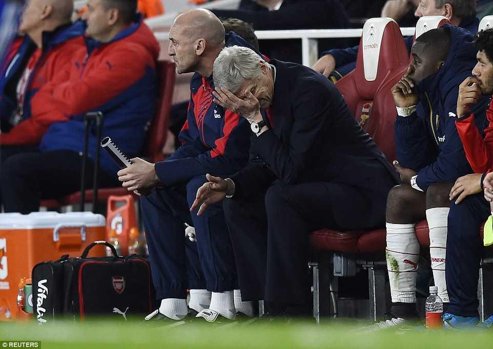HLV Arsene Wenger thất vọng sau trận