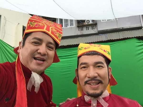 Chí Trung và Quang Thắng cũng háo hức diễn ở trường quay ngoài trời.
