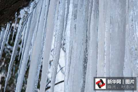Thác nước này cao tới 300m, toàn bộ bị đóng băng