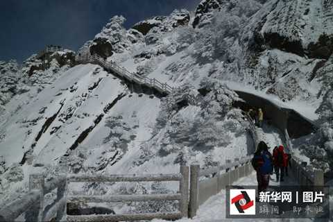 Nhưng cái lạnh -10 độ C lại được nhiều du khách thích thú bởi họ có cảm giác lạc vào thế giới truyện cổ tích