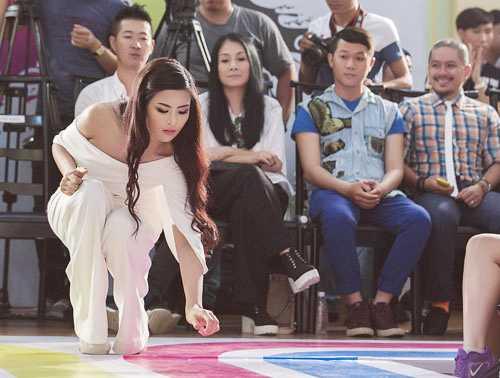Góp mặt trong đêm chung kết một cuộc thi thiết kế thời trang tại TP.HCM, Ngọc Hân cũng từng ghi điểm tuyệt đối khi cẩn thận cúi nhặt mẩu rác vương trên sàn catwalk của các người mẫu