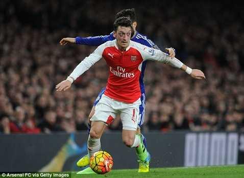 Ozil gia nhập Arsenal theo bản hợp đồng dài tới 7 trang giấy
