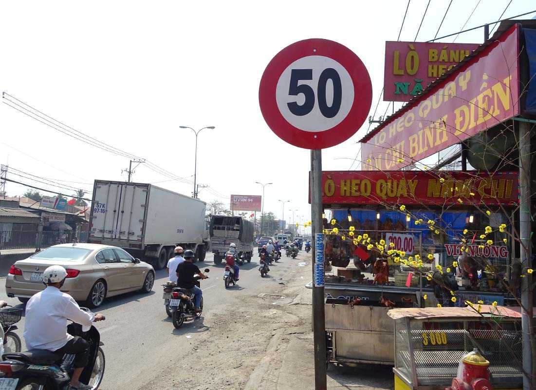 Qua khỏi cầu Bình Điền các phương tiện được phép chạy với tốc độ 50km/h, thay vì ì ạch 40km/h như trước đây