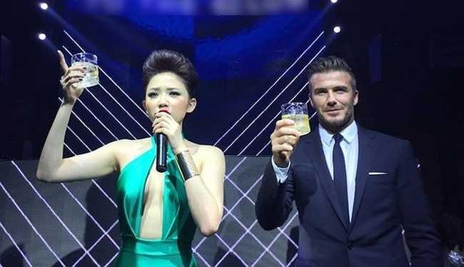 Tóc Tiên với trang phục táo bạo khi dự sự kiện cùng David Beckham.