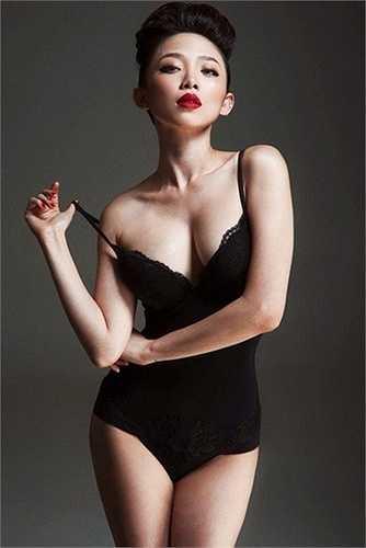 Tóc Tiên có những shoot hình thời trang ấn tượng và phong cách.