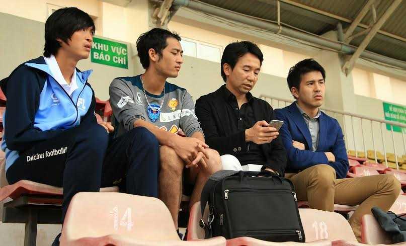 Tuấn Anh và các quan chức cấp cao bóng đá Nhật