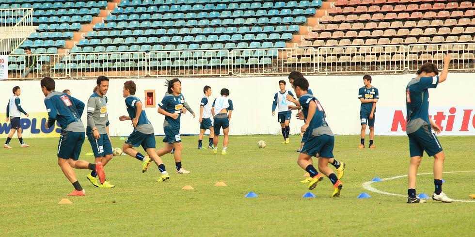 Cầu thủ Yokohama FC tập luyện