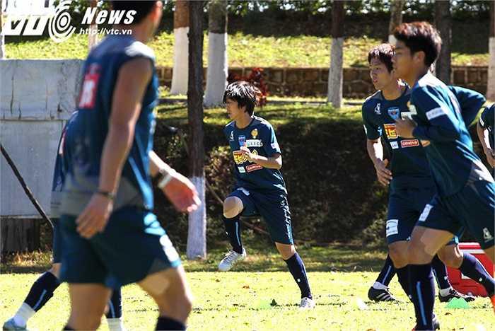 Không nghỉ ngơi sau VCK U23 châu Á, Tuấn Anh bắt đầu tập trung luôn cùng Yokohama FC để chuẩn bị cho giải Tam hùng, diễn ra trên sân Pleiku từ 24-30/1