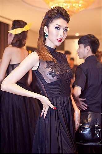 Ngọc Quyên xuất hiện trong một sự kiện với một bộ váy cực kỳ gợi cảm