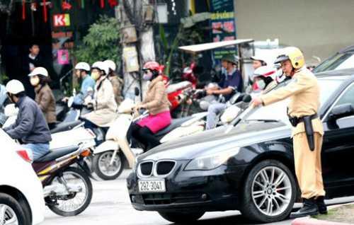 Theo quy định cảnh sát giao thông có thể được phép trưng dụng bất kỳ phương tiện nào trên đường trong trường hợp cấp bách, để phòng chống tội phạm ảnh hưởng đến an ninh trật tự, an toàn giao thông. Ảnh: Bá Đô