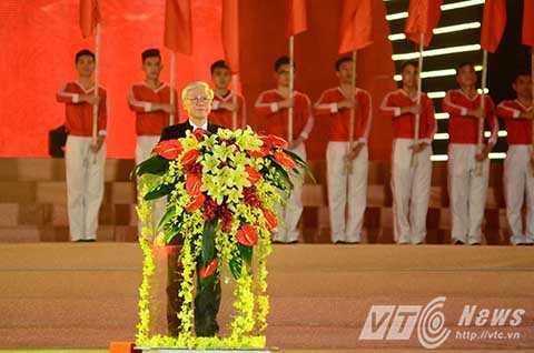 Tổng Bí thư phát biểu trong đêm dạ hội.