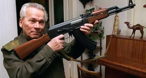 Mikhail Kalashnikov - cha đẻ của tiểu liên AK-47 huyền thoại