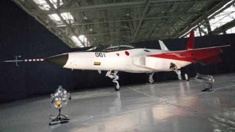 X-2 có hình dáng gần giống với phiên bản huấn luyện của F-22 Raptor