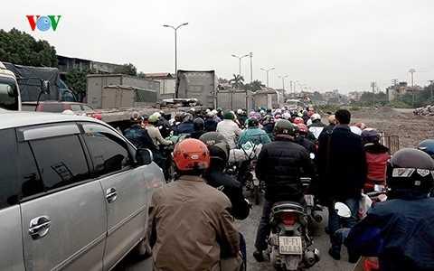 Vào lúc 3h chiều nay (30/1) đã xảy ra vụ tắc đường kinh hoàng ở Quốc Lộ 5 theo hướng đi Hải Phòng.