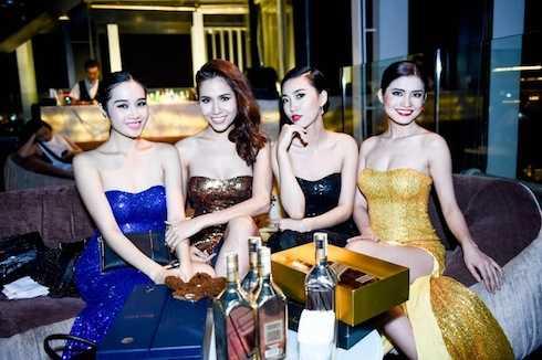 Các người mẫu tham gia sự kiện.