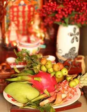 Đĩa hoa quả cúng ông Công, ông Táo không quá cầu kỳ cũng sẽ tiêu tốn khoảng 50.000 đồng trở lên.