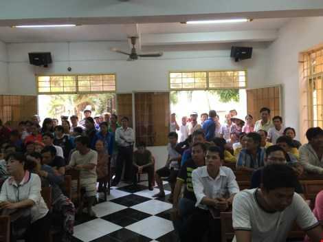 Phiên tòa thu hút đông đảo người dân đến xem