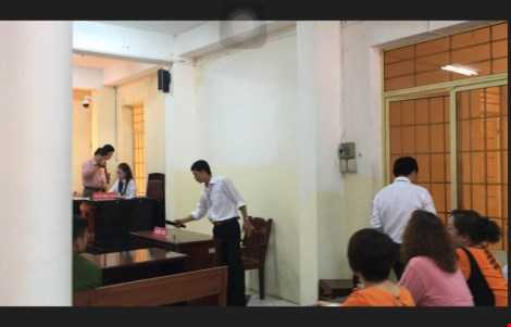 LS Huỳnh Phước Hiệp bào chữa bị cáo Sơn bỏ ra về sau khi cho rằng HĐXX vi phạm tố tụng