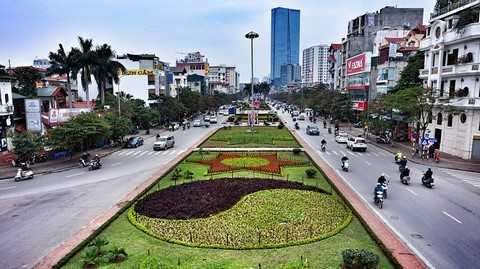 Đường Văn Cao được tô điểm bởi những vườn hoa tạo hình đón tết