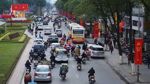 Đường Trần Duy Hưng rực sắc cờ