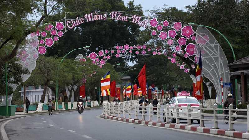 Cổng chào mừng năm mới trên đường Thanh Niên