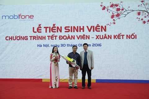 Đại diện MobiFone ông Nguyễn Quốc chính - Giám Đốc MobiFone TP Hà Nội 1