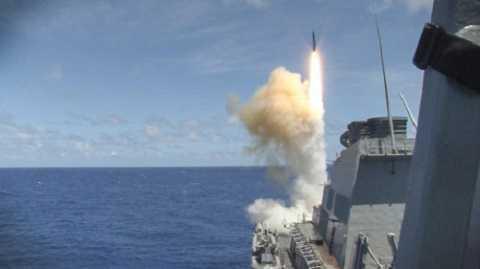 Tàu USS Curtis Wilbur của Hải quân Mỹ trong một lần phóng tên lửa