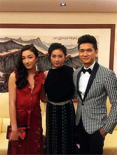 Ngô Thanh Vân tạo dáng bên Lưu Thừa Vũ (trái) và Harry Shum Jr