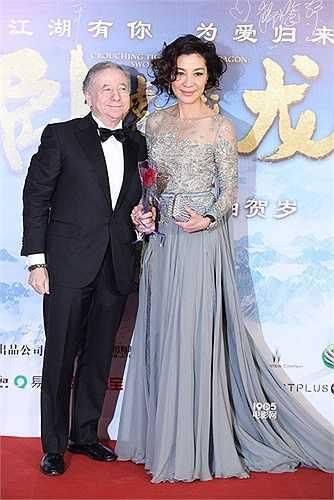 Nữ diễn viên gốc Malaysia đảm nhận vai nữ chính Du Tú Liên. Cô và Chân Tử Đan là cặp uyên ương đồng sinh cộng khổ.